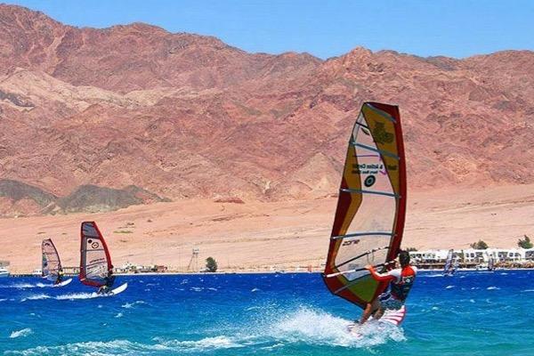 Терапевтический шаттл «PsychoSurfing» в Египте